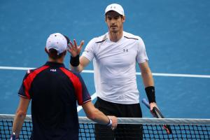 Andy Murray shakes hands with Sam Querrey after defeating him in straight sets