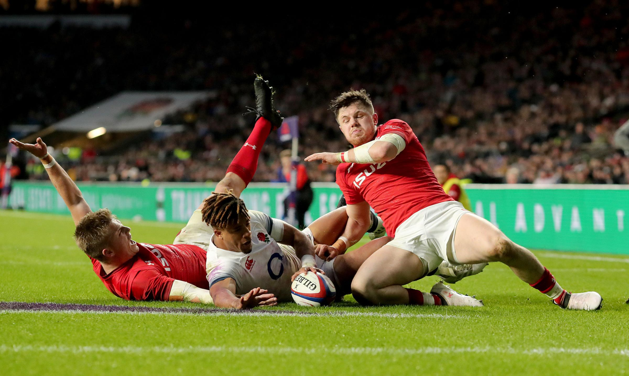 Wales' Gareth Anscombe (left) attempts a try but it is ruled out after a referral to the TMO  during the NatWest 6 Nations match at Twickenham Stadium, London. PRESS ASSOCIATION Photo. Picture date: Saturday February 10, 2018. See PA story RUGBYU Engl