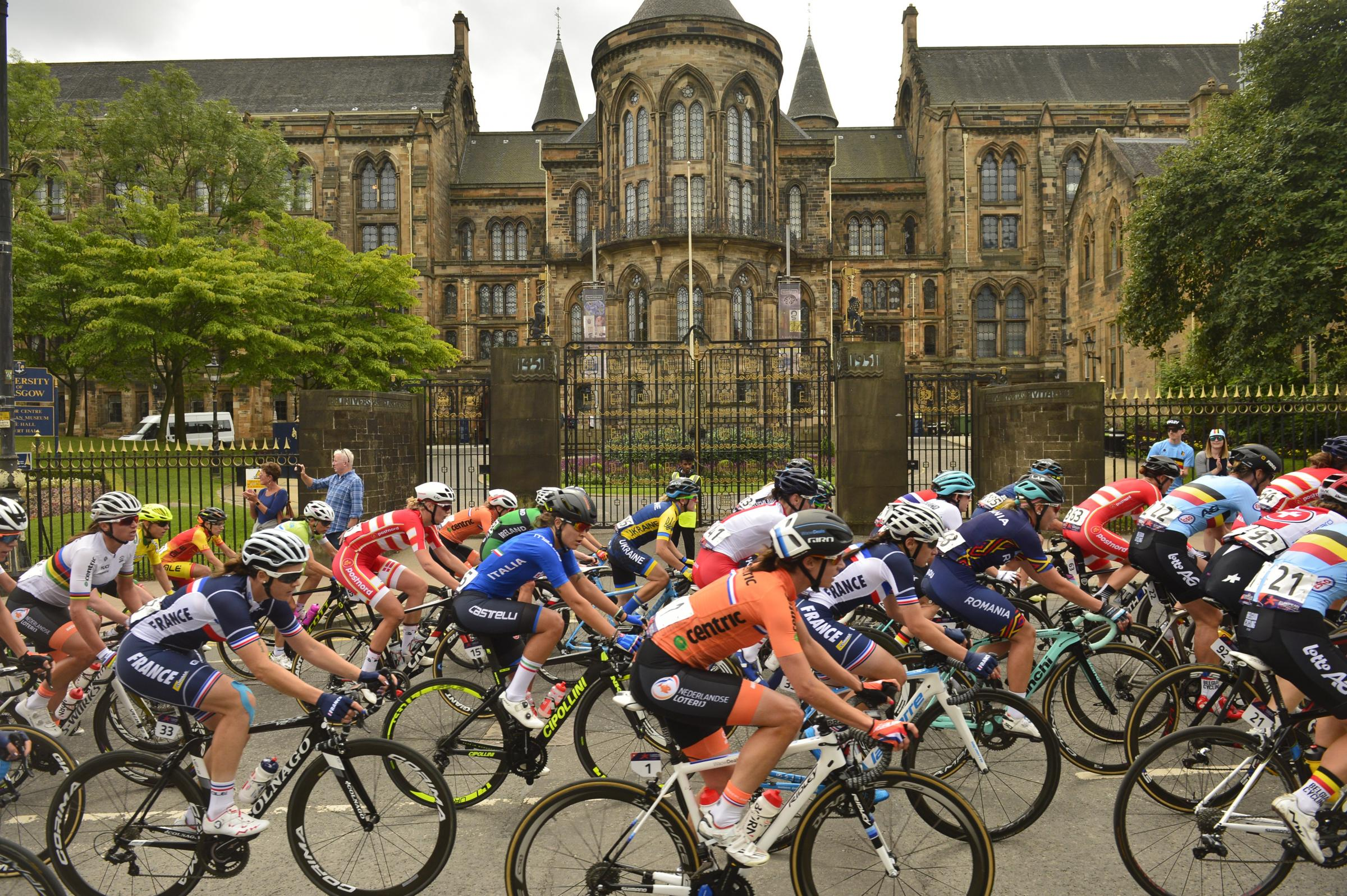 The participants passed some notable Glasgow landmarks. Photograph: Jamie Simpson