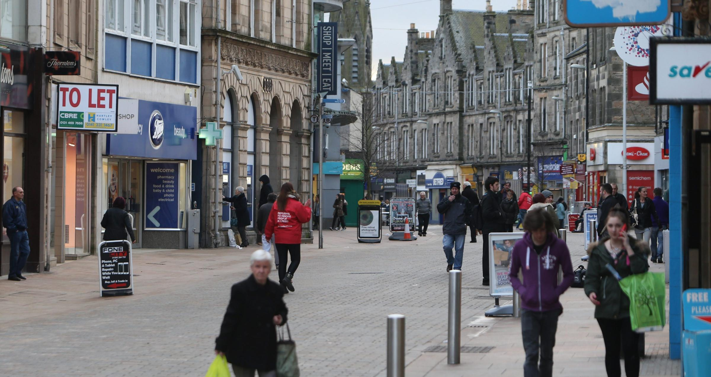 Kirkcaldy High Street.Pic Gordon Terris/The Herald..